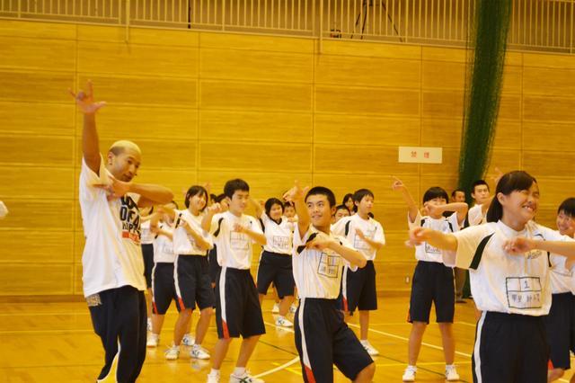画像2: 【夢の課外授業】 メンディー先生ら、熊本で中学生にダンスレッスン
