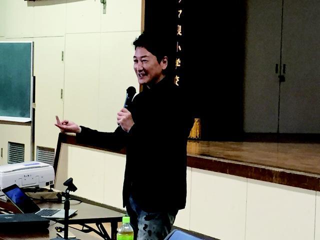 画像1: 11月2日(木)福岡県福岡市立多々良小学校にてジャーナリストの堀潤先生を迎えて実施しました。 授業は、まず『メ... lojim.jp