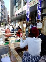 画像: 温めて疲れ癒して…浅草で『足湯 de ワールドカフェ』