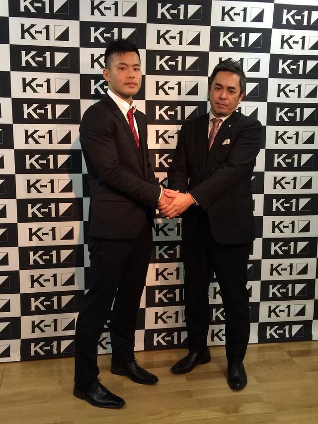 画像: 日菜太(左)と宮田充K-1プロデューサーががっちり握手