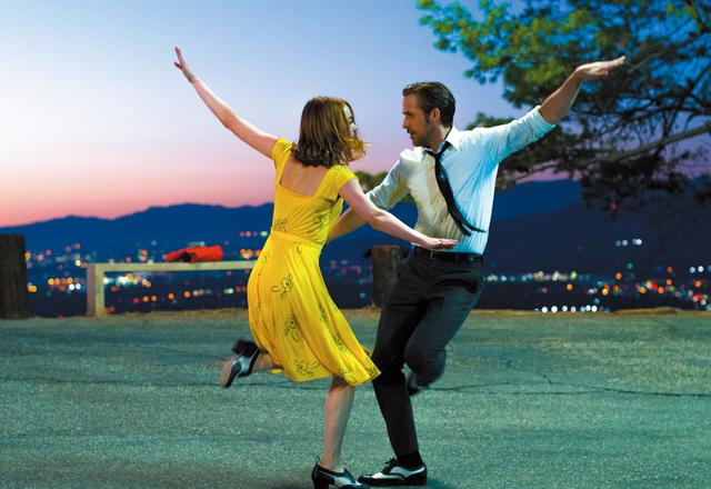 画像: Photo credit: EW0001: Sebastian (Ryan Gosling) and Mia (Emma Stone) in LA LA LAND. Photo courtesy of Lionsgate. ©2016 Summit Entertainment, LLC. All Rights Reserved. ギャガ配給