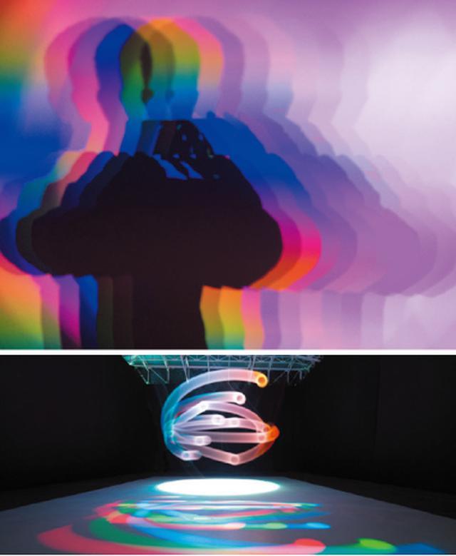 画像: 【写真上】真鍋大度+石橋素《Deleted Reality》2016年  写真:石橋素(Rhizomatiks Research) 【写真下】ART+COM《RGB I CMY Kinetic》2015年  ©Flavio Coddou