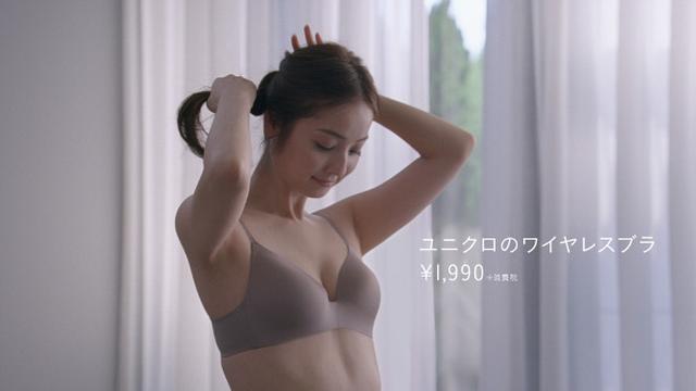 画像: 佐々木希が新CMで「ぷるんと美胸」