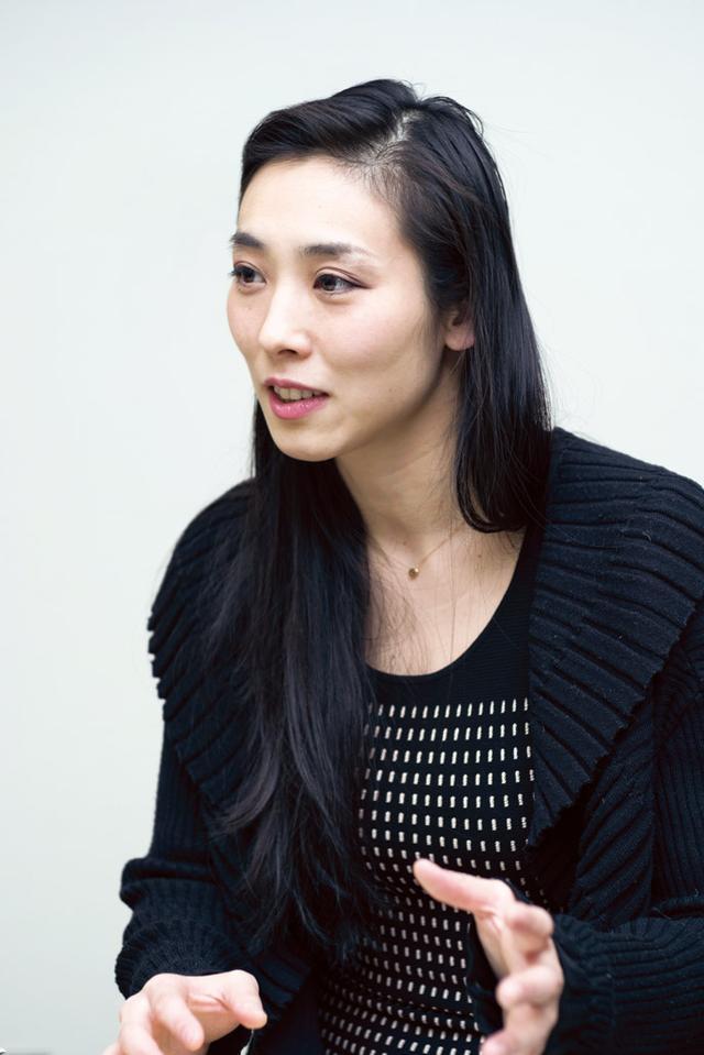 画像: 舞台『こと〜築地寿司物語〜』で 日本初の女板前の主人公を演じる 鳳恵弥