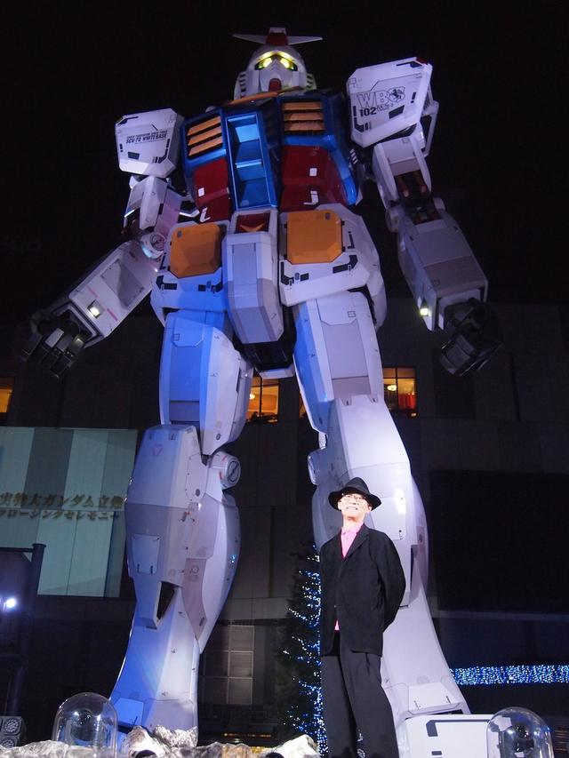 画像: ガンダム立像と富野総監督