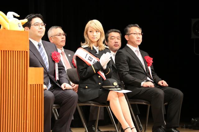 画像3: Dream Ami 警視庁三鷹警察署、初の一日警察署長に就任! 「身が引き締まるような思いでした」