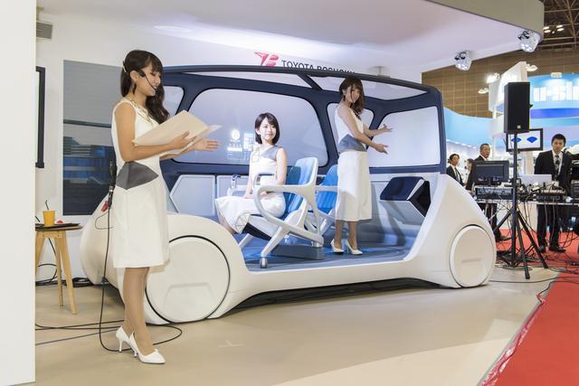 画像1: クルマの中がまるで居間に…未来ではシートが自由に動く?