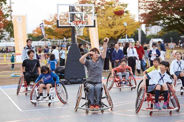 画像: さすが、車椅子バスケットボール元日本代表! 根木先生の美しいフォームに観客も大きな拍手