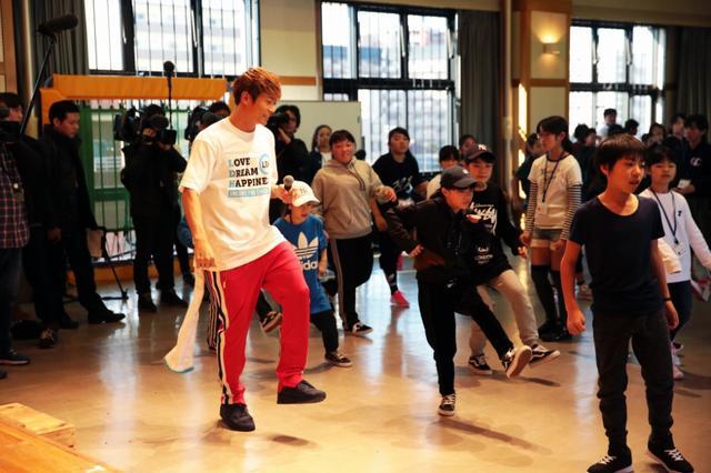 画像: EXILE 黒木啓司・NESMITHが 熊本の子どもたちにダンスレッスン!