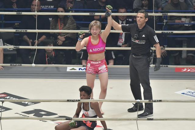 画像: 浅倉カンナがRENAから失神一本勝ちで生涯初のベルト獲得【12・31 RIZIN】