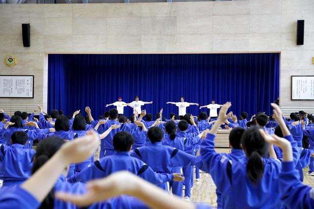 画像1: 釜石から「ダンスで日本を元気に!」EXILE ÜSAとTETSUYAが 熱血指導【中学生 Rising Sun Project】