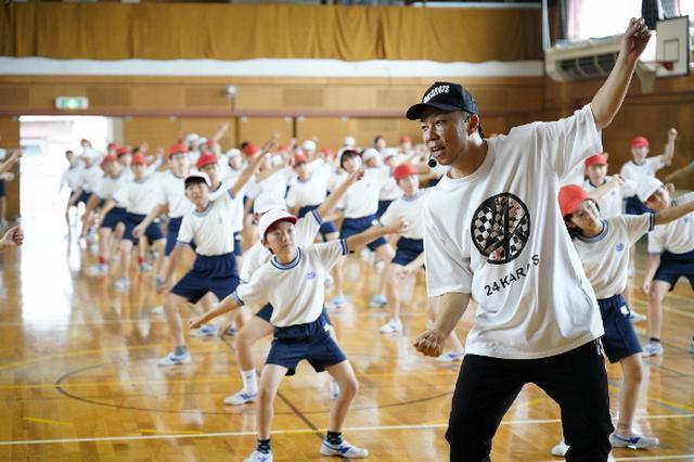 画像: EXILE ÜSA、運動会控えた渋谷の小学生にエール! 「日本で一番ダンスがうまい小学校に」!