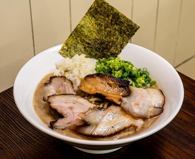 画像: 日本とブラジルが融合した新感覚ラーメン「麺GARAGE 肉ヲ見ル/麺酒場 肉ト呑ム(三軒茶屋)」