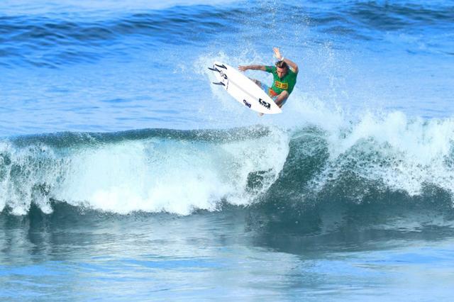画像: サーフィン・自然と人が織りなす一瞬の光景【プロの瞬撮】