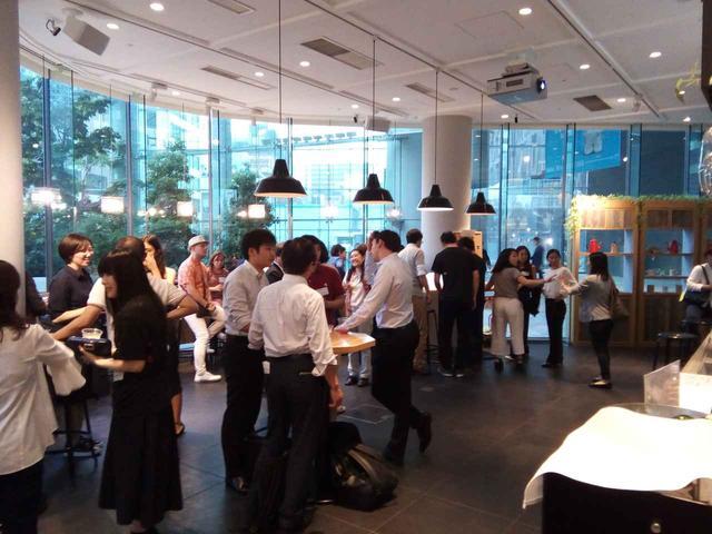 画像: 世界5カ所で展開する、起業家・投資家の交流の場として有名な「ベンチャー・カフェ」が3月22日、東京にオープン。虎ノ門ヒルズ森タワー内にある「虎ノ門ヒルズカフェ」にて毎週木曜に開催