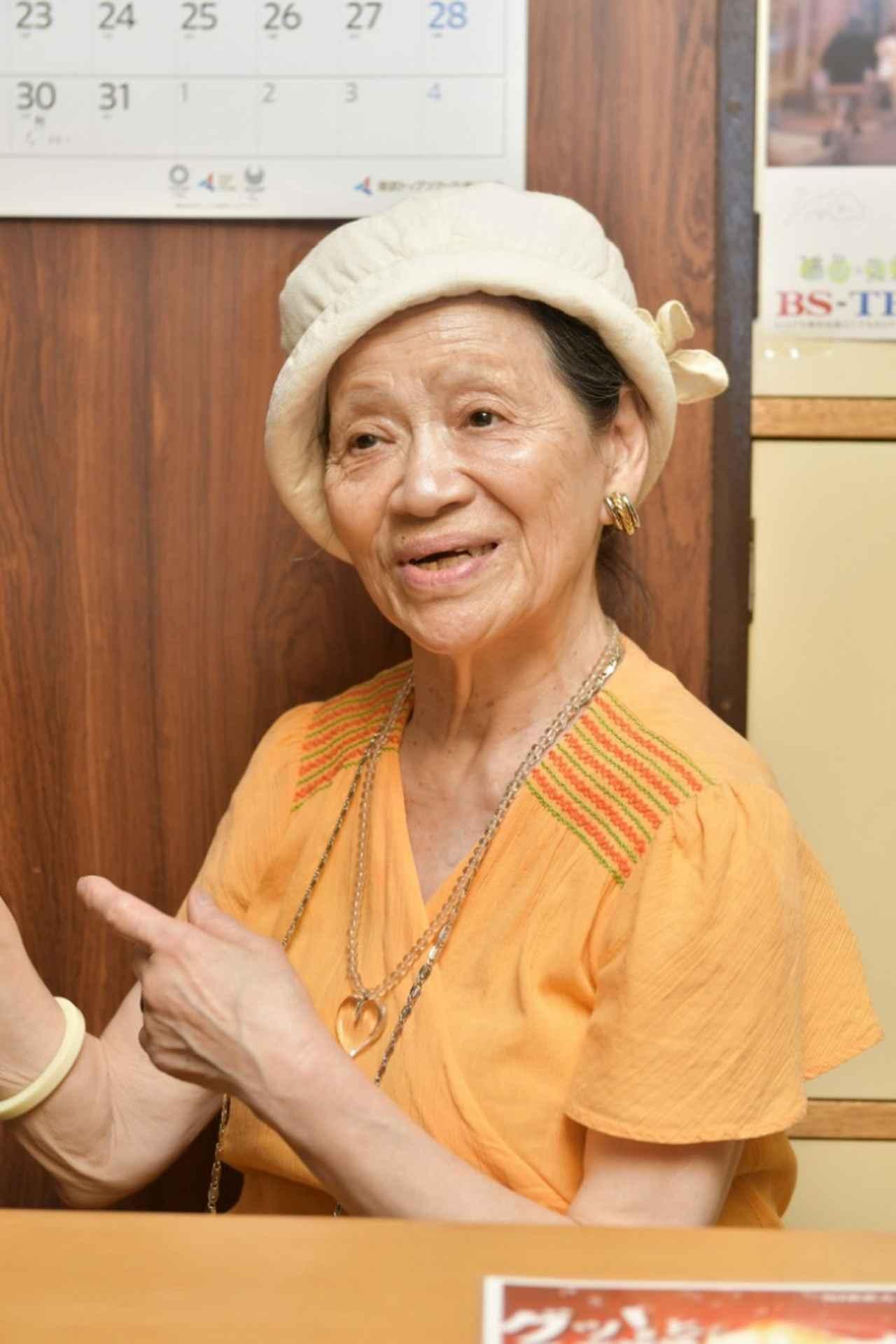画像: 健次さんとともに店を切り盛りする女将・酒井貞子さん