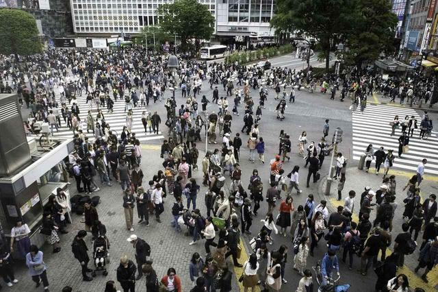 画像: 渋谷のスクランブル交差点(Richard A. De Guzman/アフロ)
