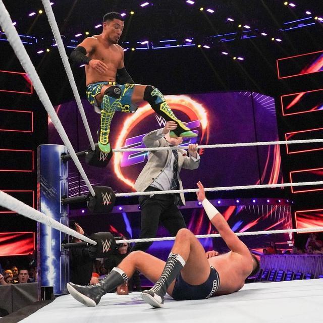 画像: 袋叩きの戸澤陽をケンドリックが救出【10・18 WWE】