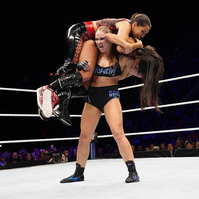 画像: WWE初の女子だけのPPVでロンダ・ラウジーが王座防衛【10・28 WWE】