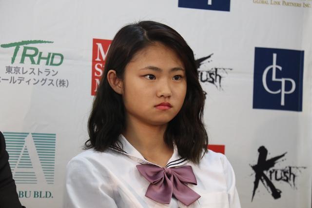 画像: 女子アトム級戦線に16歳の女子高生MOEが殴り込み【12・16 Krush】