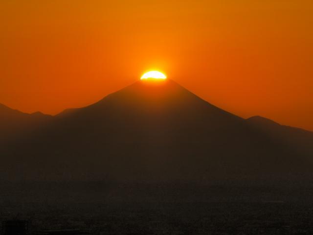 画像: 1年で数日しか見られない超レアな富士山を展望台から撮影/11月13日(火)の東京イベント