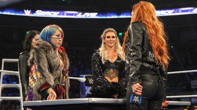 画像: TLC三つ巴戦を前にアスカとシャーロットが失態【12・4 WWE】