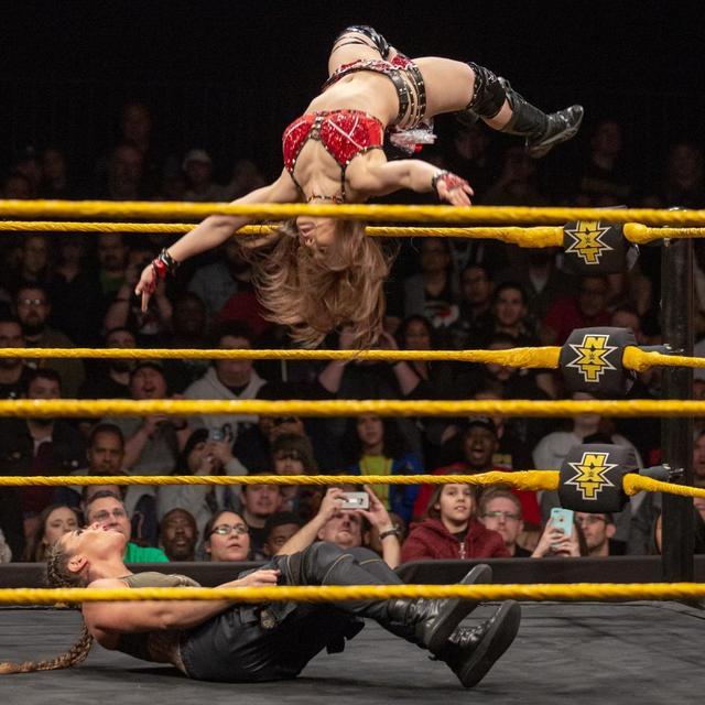 画像: イオが因縁のMMAフォー・ホースウィメンを一蹴【12・20 WWE】