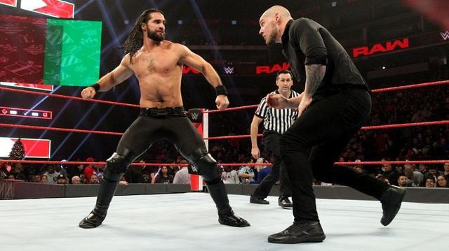 画像: ロリンズがコービンとの遺恨マッチに快勝【12・24 WWE】