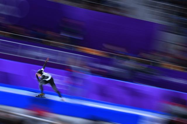 画像: 「スポーツカメラマンが選ぶ今年の1枚」ピンチはチャンス理論で撮り切った小平の決勝での流し撮り