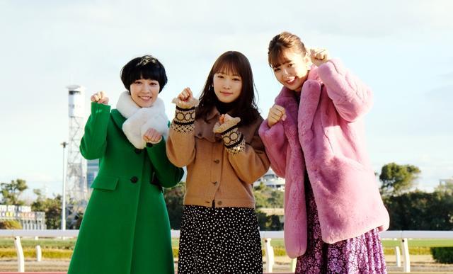 画像: 藤田ニコル、川栄李奈、吉谷彩子のトゥインクルな3人が大井競馬場に「彩り」