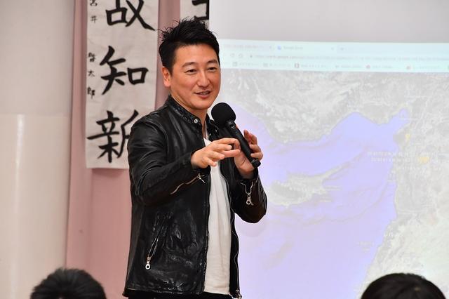 画像: 堀潤氏が小学生に「伝える」ことの大事さを講義【夢の課外授業】