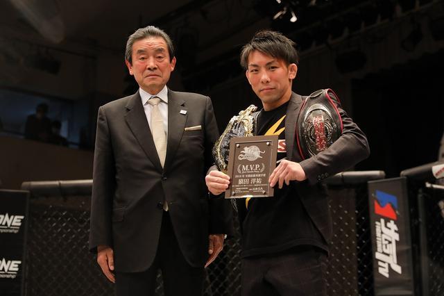 画像: ONE世界ストロー級王者となった猿田洋祐が修斗に凱旋