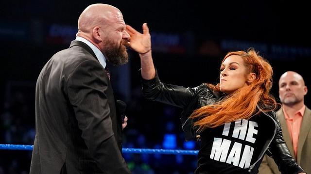 画像: 出場停止処分のベッキーが権力者一家に連夜の平手打ち【2・5 WWE】