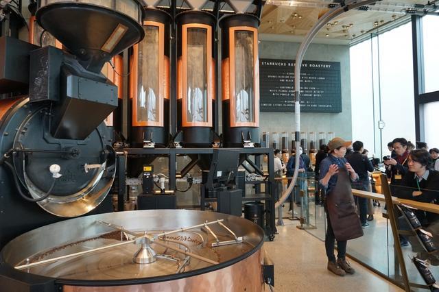 """画像: 日本初上陸した「スターバックス リザーブ ロースタリー 東京」その""""革新的コーヒー体験""""とは?"""