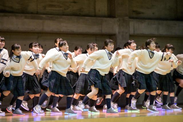 """画像: チヨダ賞受賞ダンス部が""""オリジナル光るダンスシューズ""""でお礼の舞!"""