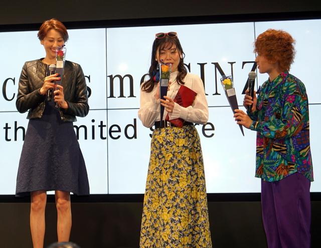 画像: 道端カレンと尼神インター、メルセデス・ベンツ社長から花を贈られ「女ごころを分かってる」