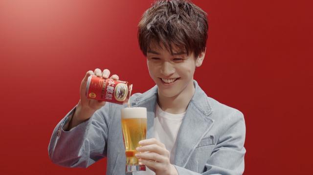 画像: 岩田剛典が本麒麟CM「注いでる時間が一番幸せ」