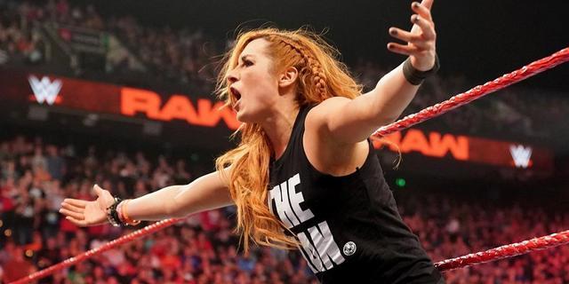 画像: ベッキーとレイシーが終わりなき大乱闘【4・29 WWE】
