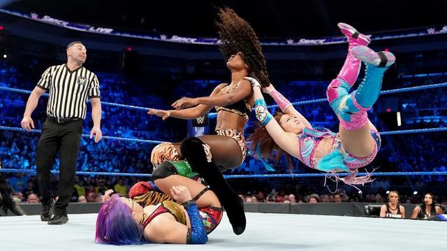 画像: アスカ&カイリがタッグ王者アイコニックスを挑発【4・30 WWE】
