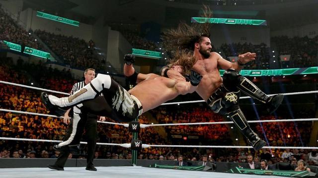 画像: ロリンズが初対戦のAJ下しユニバーサル王座防衛【5・19 WWE】