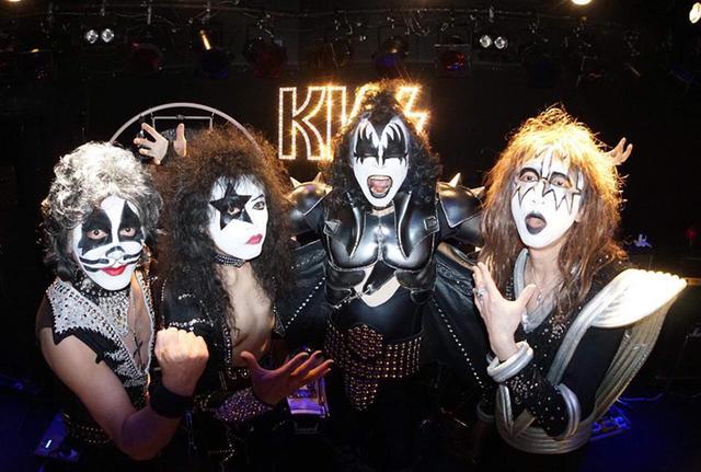 画像: クイーン、KISS、ビートルズらが野音でライブ!? トリビュート・バンドが集結