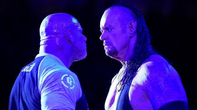 画像: ゴールドバーグとアンダーテイカーが決戦直前リング上でにらみ合い【6・4 WWE】