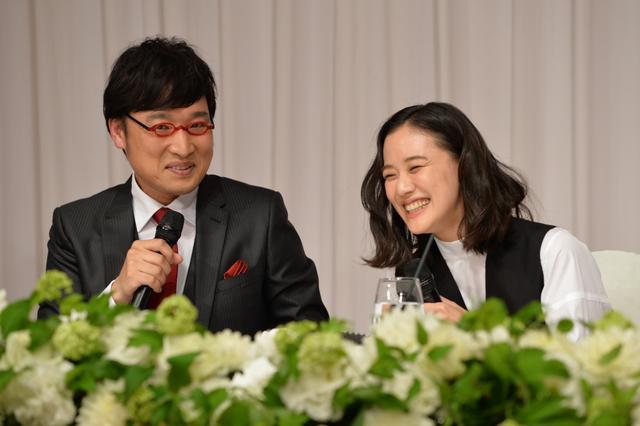 画像: 山里亮太と蒼井優が結婚報告 しずちゃん同席の3ショット会見は笑顔絶えず