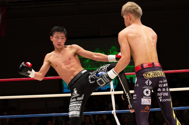 画像: 笠原兄弟が揃って下克上。兄・弘希は内藤に判定勝ち。弟・友希は小笠原にTKO勝ち【6・23 SB】
