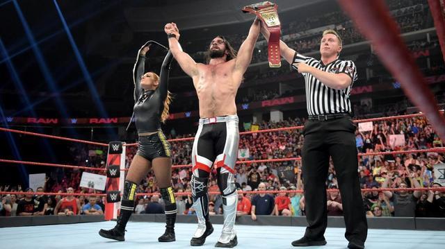 画像: コービン&レイシーがロリンズ&ベッキーを襲撃KO【7・8 WWE】