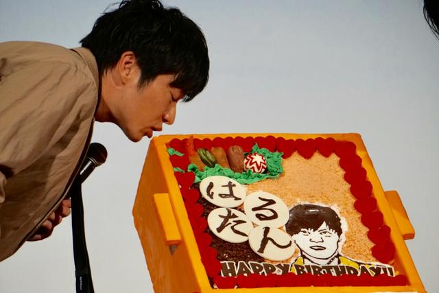 画像: 田中圭、35歳の誕生日ケーキを撮影前にかじってしまう!『おっさんずラブ』ファンも爆笑
