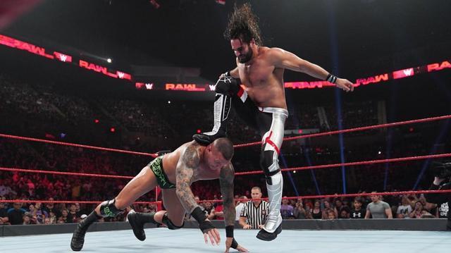 画像: ロリンズが「サマースラム」でのレスナーへの挑戦権獲得【7・15 WWE】