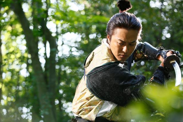 画像: TAKAHIROが水責めに!? 主演作『3人の信長』予告編公開&主題歌発表