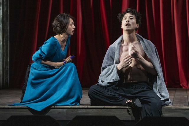 画像: 満島ひかりと坂口健太郎の舞台『お気に召すまま』開幕!「劇中ではかなり明け透けに」