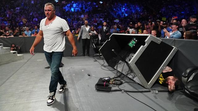 画像: シェインがオーエンズを罵倒。サマースラムを前に深まる遺恨【8・6 WWE】